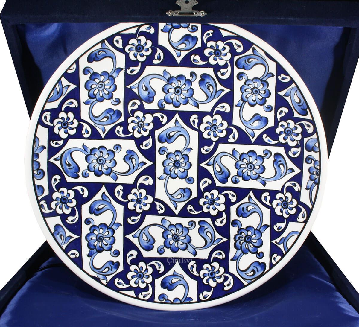 Mavi Beyaz Lotus Desenli İznik Çini Tabak