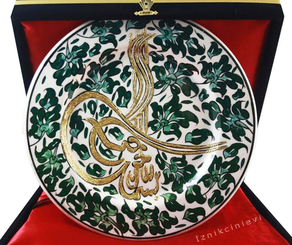 Yeşil Lotus ve Tuğra İşlemeli 25 cm Çini Tabak